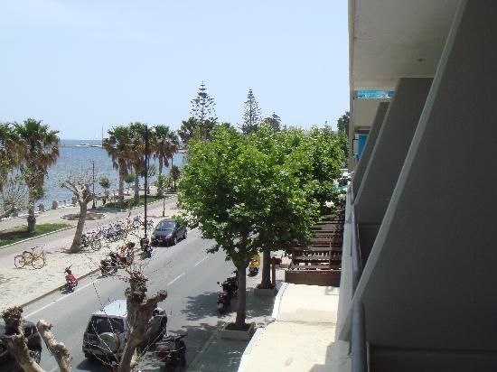 Smartline Philippion Hotel: Street