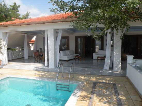 Danai Beach Resort : pool villa