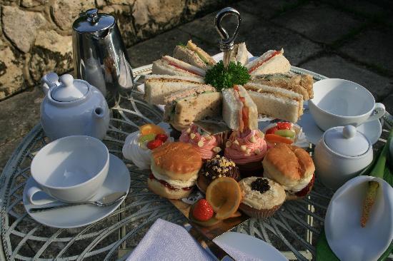 Little Idyll: Afternoon Tea in the Garden