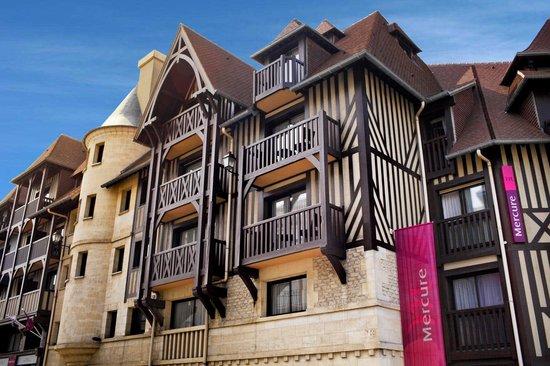 Mercure Deauville Centre : Facade entrée de l'hôtel