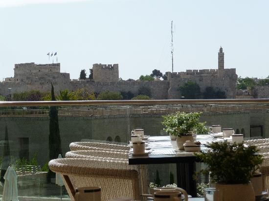 فندق ذا ديفيد سيتاديل: View from outdoor breakfast area