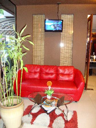 Hemingways Hotel Patong Beach: Reception waiting area