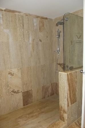 VIK Hotel Arena Blanca: nice shower