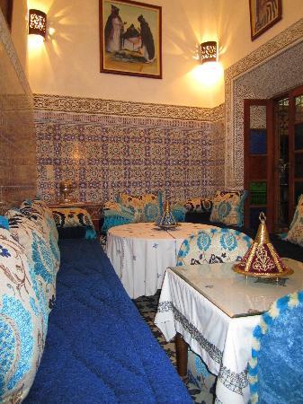Riad Dar Guennoun: Dining Room...beautiful and cozy.