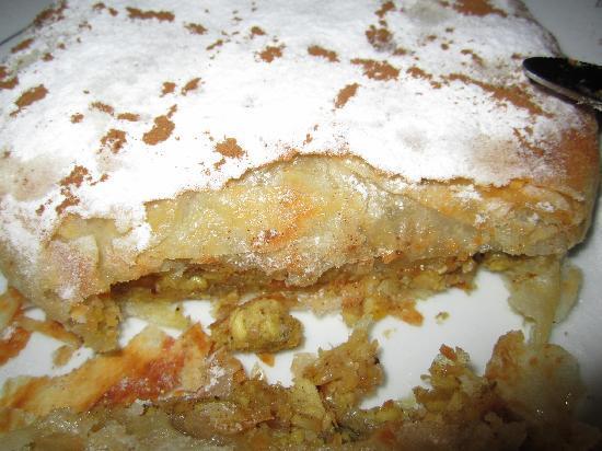 Riad Dar Guennoun: Pastilla....a delicious fez dish!