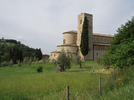 In Toscana - Day Tours: サンタンティモ修道院