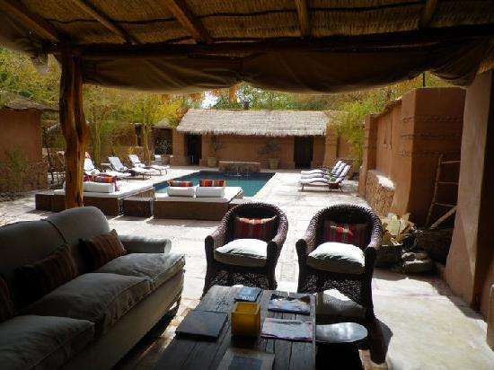 Awasi Atacama - Relais & Chateaux: salon + piscine