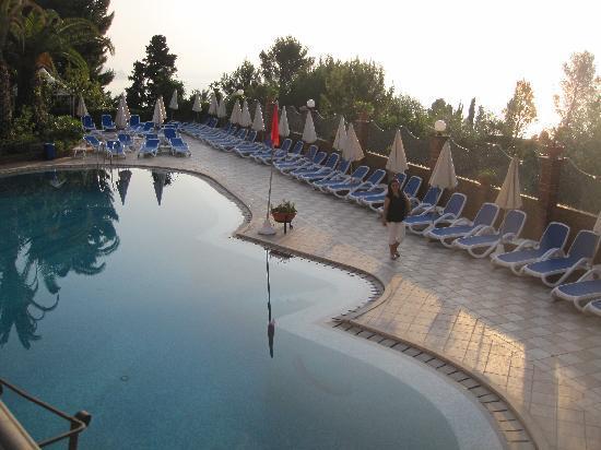 Hotel Ariston: Pool area