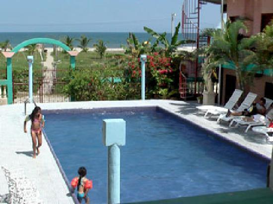 Hotel Veromar: Our swimming pool and some Caribbean waves...