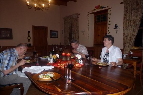 De Denne Country Guest House: heerlijk diner struisvogelsteak