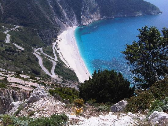 Myrtos Beach: Looks can deceive.