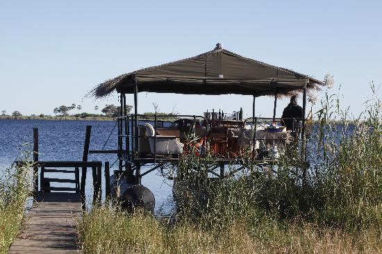 Great Plains Conservation Zarafa Camp: brunch on a boat - WOW