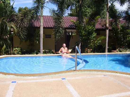 Oriental Kwai Resort: Heerlijk schoon zwembad