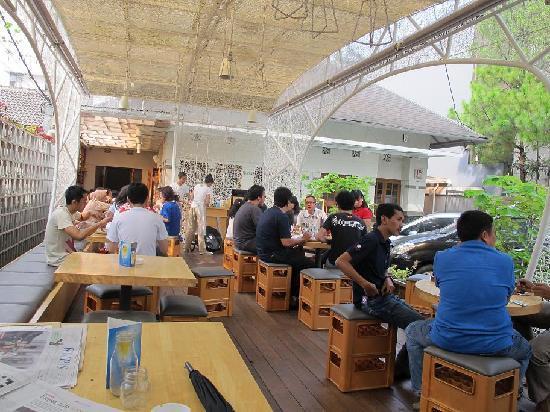 Hummingbird : the cafe