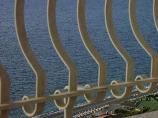 Hotel Corallo: SPIAGGIA ...VISTA  EFFETTO RINGHIERA!!!