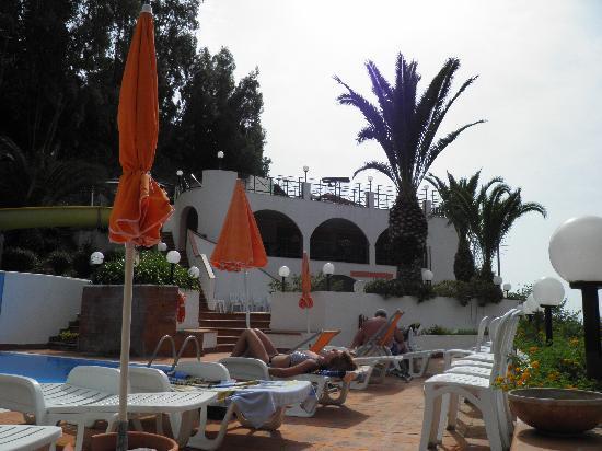Gioiosa Marea, Italia: PARTE AREA PISCINE