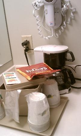 Super 8 Hagerstown/Halfway Area: Folgers coffee
