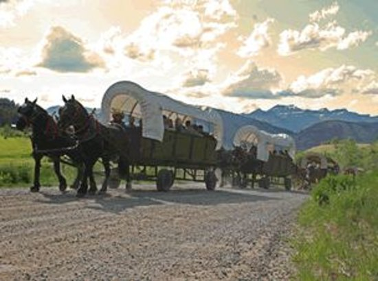 Bar-T-5 Cookout: Wagon train headed up the hill