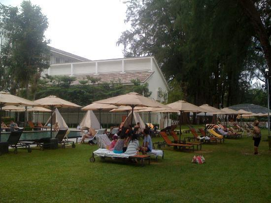 Lone Pine Hotel: The Pool Area