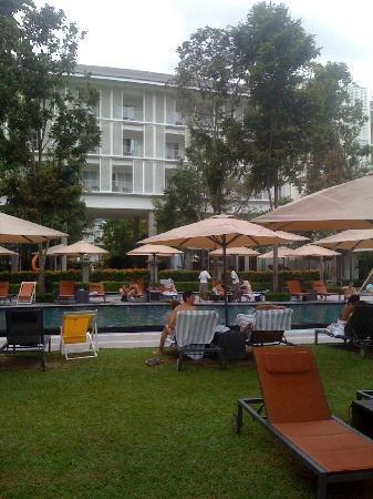 Lone Pine Hotel: The Hotel