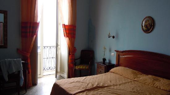 Aurora Hotel - B&B Airone: Nice room