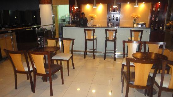 Vila Gale Salvador: The bar.