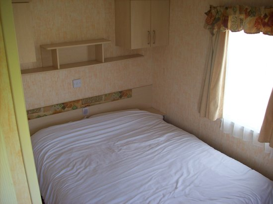 Cresswell Towers Holiday Park - Park Resorts: Double Bedroom
