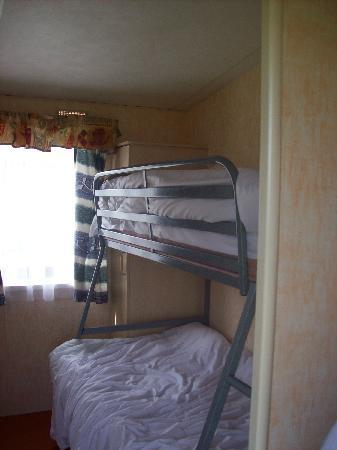 Cresswell Towers Holiday Park - Park Resorts: Room 3 with Bunks