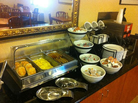 Comfort Inn and Suites Tualatin - Portland South: Your Morning Sizzle Complimentary Breakfast