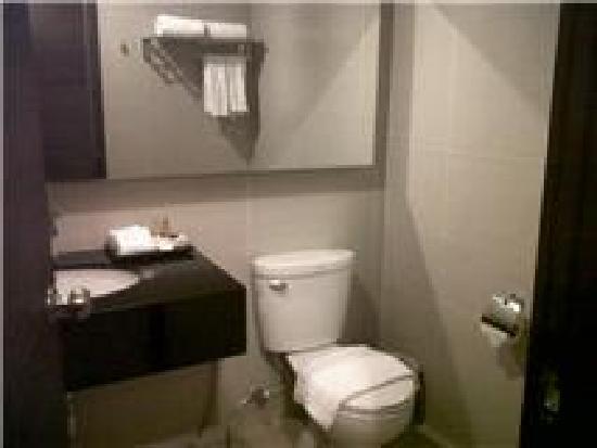 Mida Airport Hotel Bangkok: ห้องน้ำ