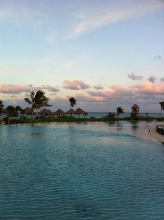 Secrets Maroma Beach Riviera Cancun: The pool