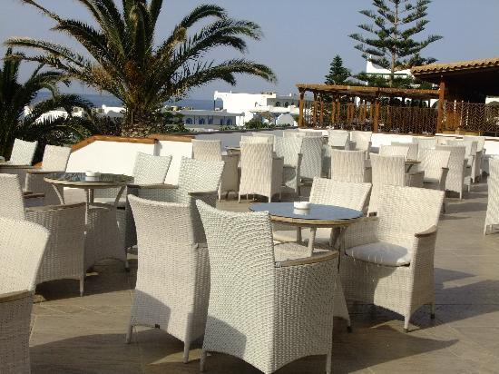 Mitsis Rinela Beach Resort & Spa: The drinks terrace