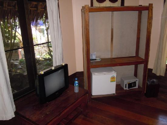 Chunut House: Wardrobe, TV, Fridge & Safe