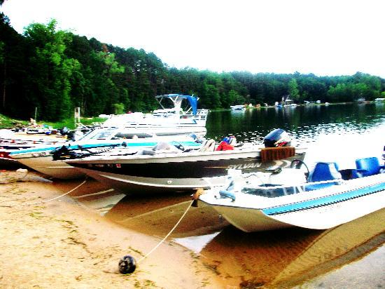 White Lake Beach Resort: Boats that guests bring up to the resort with them