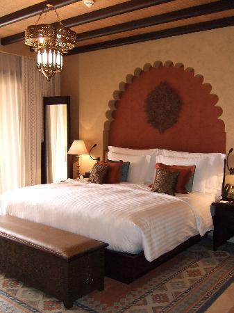 Qasr Al Sarab Desert Resort by Anantara: Das Zimmer