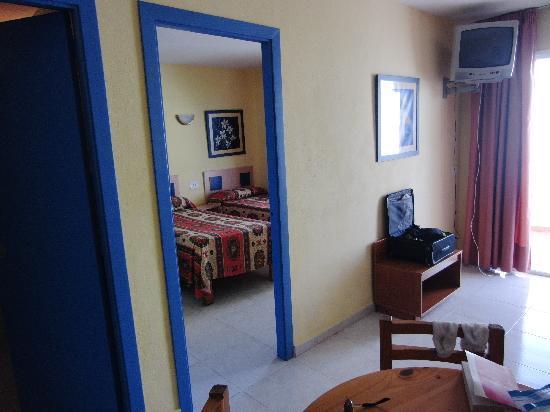 Apartmentos Playa Sol II: camera vista dall'angolo cottura