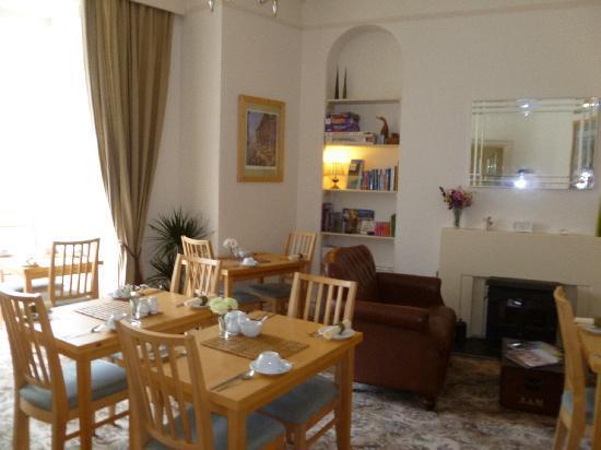 Glencree House: Breakfast room