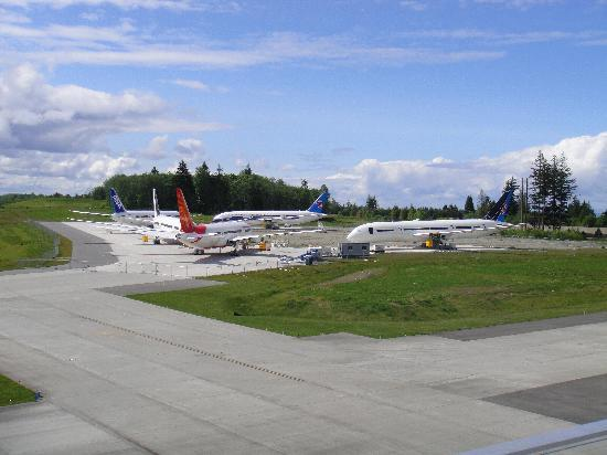 Future of Flight Aviation Center & Boeing Tour: outside the factory