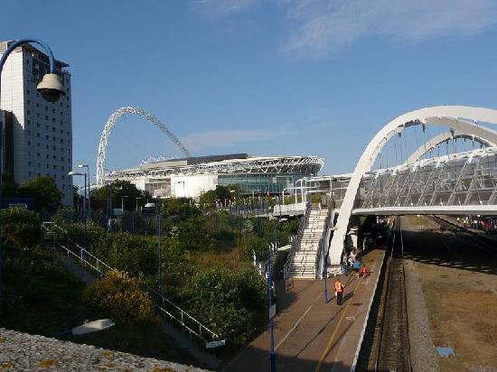 The SSE Arena Wembley Restaurant: Hotel links; Wembley-Stadion vorne