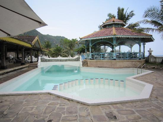 Queen of The South Resort: beautiful pool