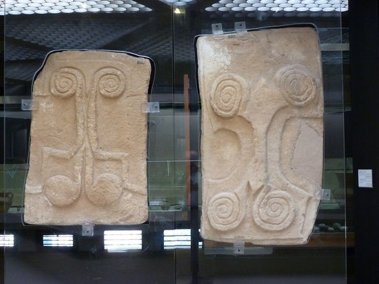 Museo Archeologico Regionale P. Orsi : Early bronze age door panels
