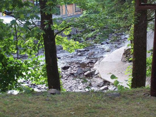 Greystone Lodge On the River: River from balcony