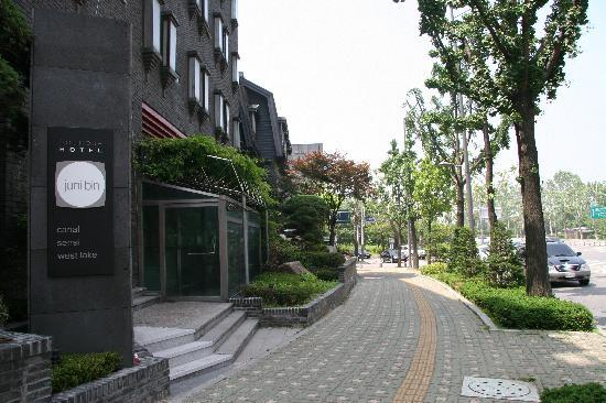 Junhibin Hotel: Front of the Hotel