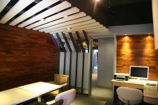 Junhibin Hotel: Business Center