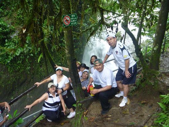 Ananaw Hostel: Cascadas