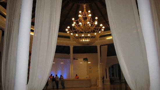 Cofresi Palm Beach & Spa Resort: Lobby