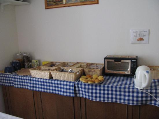 La Notte Blu: Breakfast spread