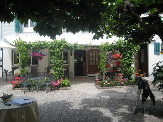 Kreuz: Restaurant from alfresco area