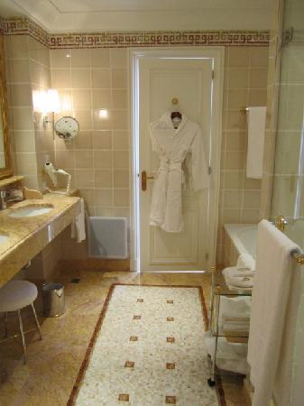 Bathroom - Picture of Hotel De Paris, Monte-Carlo - TripAdvisor