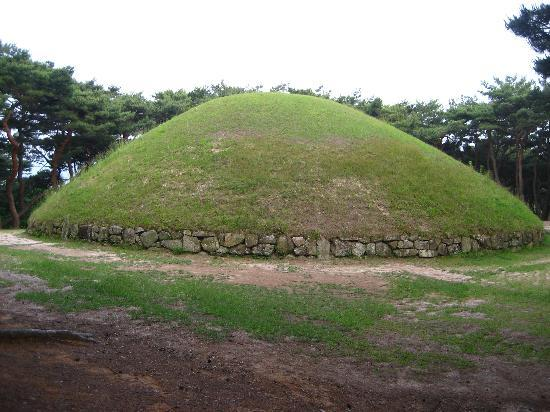Gyeongju, Sydkorea: Tomb mound of Queen Seondeok